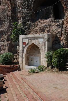 Çoğalzade Rüstem Paşa Çeşmesi-Hipodrom duvarındadır. Banisi isminden de anlaşılacağı gibi Çoğalzade Rüstem Paşa'dır. World's Most Beautiful, Beautiful Eyes, Homeland, Old Photos, Istanbul, Fountain, History, Architecture, Turkey