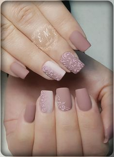 With spring nails, put an end to your gloomy winter days. It is time to try on some neutral spring colors and for ideas; here are some spring nail designs. Nude Nails, Matte Nails, Nail Manicure, Pink Nails, Acrylic Nails, Nail Polish, Nail Deco, Bridal Nail Art, Wedding Nails Design