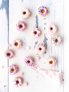 These little pink donuts are too cute to eat. Croissants, Mini Bagel, Desserts Roses, Yummy Treats, Sweet Treats, Donut Party, Donut Shop, Whoopie Pies, Sweet Cakes