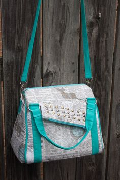 Today, I'm ecstatic to present you to a new pattern, The Rockstar Bag! This is a good-sized bag, but without being too large. When I wrote this pattern, I decided to put as many details on the bag as I possibly could, so it's got: detailed handles, (optional) rivets, a strap, a diagonal zippered …