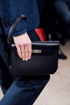 Hermès Fall 2019 Menswear Fashion Show The complete Hermès Fall 2019 Menswear fashion show now on Vogue Runway. Hermes Men, Hermes Bags, Hermes Handbags, Birkin, Hermes Clutch, Hermes Store, Fashion Bags, Mens Fashion, Small Leather Goods