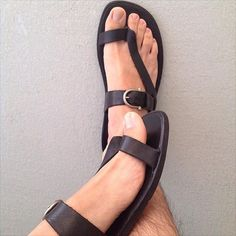 Flip Flops are the fashion rage and here is how you can carry off this trend fashionable! Here are 5 flip flop styles that will make you flip! Toe Ring Sandals, Gladiator Sandals, Leather Sandals, Shoes Sandals, Male Sandals, Best Shoes For Men, Men S Shoes, Fashion Shoes, Mens Fashion