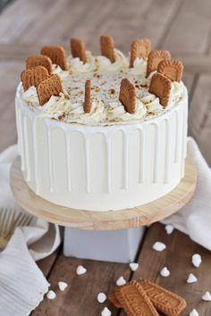 Biscoff Cake: Tender Biscoff cake layers, filled with a creamy Biscoff cookie spread, Biscoff cookies, covered with a white chocolate frosting. White Chocolate Frosting, Chocolate Drip, Cake Chocolate, Biscoff Cake, Biscoff Cookies, Baking Recipes, Cake Recipes, Dessert Recipes, Baking Desserts