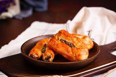 Rulouri ghiftuite cu umplutură generoasă de ciuperci!  #rulouricuciuperci #rolls #mushrooms #mushroomrolls #delights #delicii #delicios #crocante #rumene #food #inspiration #foodinspiration #foodart #foodporn #instalike #instafood Shrimp, Food Porn, Meat, Chicken, Cubs, Treats