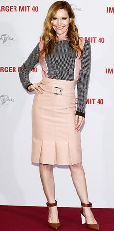JANUARY 31, 2013 Leslie Mann WHAT SHE WORE In Berlin, Mann greeted fans at a This is 40 press event in Marni's jacquard knit sweater, pleated skirt and leather pumps.