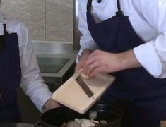 La pintade fermière caramélisée et ses légumes de saison : le plat idéal pour la fin de l'hiver - La Recette