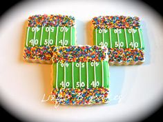 Cookie baking ideas for football season. Love the sprinkles for the cheering crowd.
