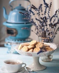 lavender shortbread cookies and tea Food Photography Styling, Food Styling, Café Chocolate, Tasty, Yummy Food, Mini Desserts, Aesthetic Food, High Tea, Afternoon Tea