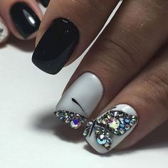 05 Most Eye Catching Beautiful Black Nail Art Ideas