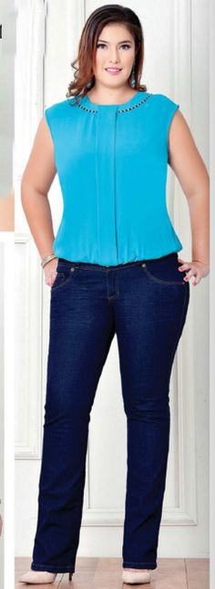 elegant outfit with bright blue top and dark jeans Curvy Girl Fashion, Look Fashion, Plus Size Fashion, Fashion Outfits, Womens Fashion, Look Plus Size, Plus Size Women, Curvy Outfits, Plus Size Outfits