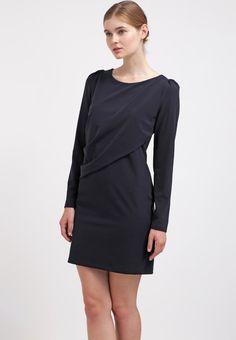 Schickes #Etuikleid in Dunkelblau von Patrizia #Pepe. Das Kleid ist #elegant und wirkt mit seinem Lagenlook super #modern. ♥ ab 219,95 €