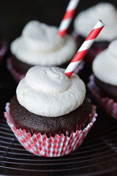 Root Beer Float Cupcakes - made with real root beer!