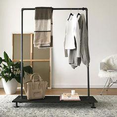 Sometimes less is more.. #rackbuddyjessie #keepitsimple #boligindretning #rackbuddy #tøjstativ #clothesrack #interior4you #danishdesign #interiør #kleiderständer #homeinspiration #simple #styling