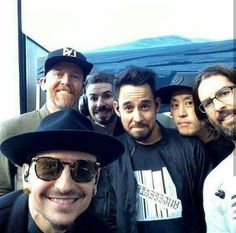 Beautiful Legend Chester Bennington ❤🤘 Your voice will always be home💙🎤🤘 Chester Bennington, Charles Bennington, Mike Shinoda, Crawling In My Skin, Soldier Love, Divas, Concert Festival, Joe Hahn, Rob Bourdon