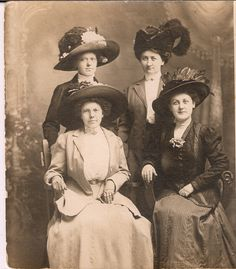 Four smartly dressed Edwardian ladies sporting lovely wide brimmed hats.