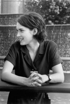 Winona Ryder. Love that tousled short bob.