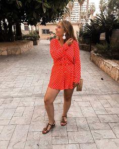 La petite combi à pois @easyclothesvetements qui vous plait tant    #summermood#sunmer#summerlook#playsuit#suits#blondehair#tanned#earings#red#redjumpsuit#jumpsuit#girlsstuff#smile#summer#spain#summer#look#outfit