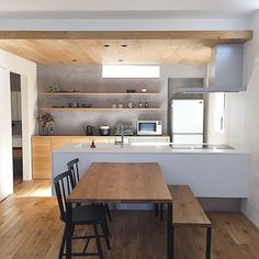 Architektur & Innenarchitektur Living with Really Necessary Things-Exploring the house of ___omal, a Japanese Kitchen, Japanese House, Modern Apartment Decor, Kitchen Dinning, Diys Room Decor, Home Decor, Interior Design Kitchen, Home Kitchens, Living Room Designs