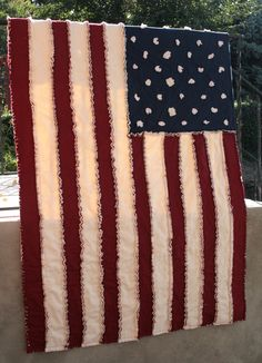 American Flag Rag Lap Quilt in Country Colors - Navy Crimson and Cream Rag Quilt, Scrappy Quilts, Quilt Blocks, Quilting Projects, Sewing Projects, Quilting Ideas, Diy Projects, American Flag Quilt, Primitive Quilts