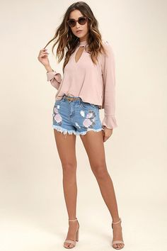 POSY PARADE LIGHT WASH EMBROIDERED DISTRESSED DENIM SHORTS