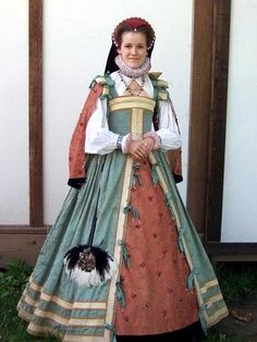 Her shirt is also visible under her dress, obviously - I suppose the finished product will be something akin to this. Renaissance Fair Costume, Renaissance Costume, Renaissance Clothing, Historical Clothing, Italian Renaissance, Medieval Dress, Medieval Fantasy, Elizabethan Costume, 16th Century Fashion