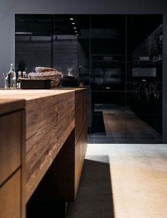 """Herzlich Willkommen im 1.Tiroler Küchenstudio  in Kufstein.  Nicht """"Alles für Jeden"""", sondern das Beste für Kunden mit Anspruch auf Qualität zu leistbaren Preisen, ist die Maxime beim Angebot der Küchenmarken. Im Tiroler Küchstudio läuft man nicht jedem Trend blindlings hinterher. So unterschiedlich wie die Kunden selbst, sind auch die Ausstattungsmerkmale bei der maßgeschneiderten Beratung und Planung. Materialien wie Glas, Stein, Holz oder Edelstahl spielen eine Rolle und müssen sich dem… Modern Farmhouse Kitchens, Outdoor Kitchens, Large Kitchen Island, Küchen Design, Breakfast Nook, Sweet Home, Architecture, Inspiration, Home Decor"""