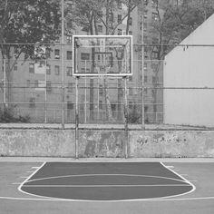 Siamo solo io e te.  #basket #basketball #ball #ballislife #passion #ilovethisgame #street #streetball #nba #court #hoop #hoops #3x3 #blacktop #pickup #game #love #italia by blacktopbb