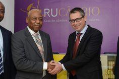 Western Union e Rucâmbio colaboram nas transferências de dinheiro em Angola http://angorussia.com/noticias/angola-noticias/western-union-e-rucambio-colaboram-nas-transferencias-de-dinheiro-em-angola/