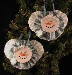 Polymer Clay Yo Yo Snow Angel Ornament - I would paint a wooden disk for the face rather than use clay. Cute idea!