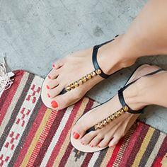 Des sandales à clous