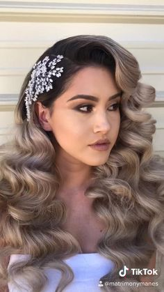 Bridal Hair Down, Wedding Hair Down, Wedding Hair And Makeup, Wedding Hair Pins, Quince Hairstyles, Down Hairstyles, Wedding Hairstyles, Arabic Hairstyles, Wedding Curls