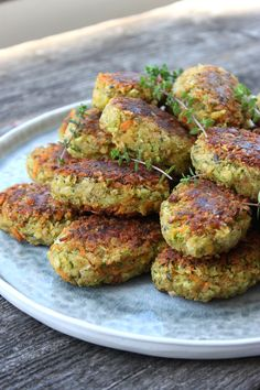 "Søgeresultater for ""Urtefrikadeller"" – Mia Sommer Raw Food Recipes, Vegetarian Recipes, Dinner Recipes, Healthy Recipes, Veggie Patties, Veg Dishes, New Cookbooks, Tahini, Soul Food"