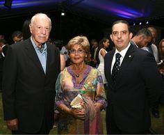 De izquierda a derecha, los señores Mauro Monti, Rita Desiata de Monti y Leonte Montero.