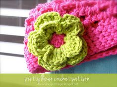 Simple flower crochet pattern - what an easy way to add a fun floral touch to hats and bags! From daisycottagedesigns.net.