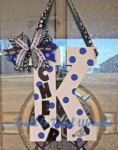Cheer Letter Cheerleading Wall Decor Cheer by TrendtoTrendWreaths Maybe for first day of school? Put on lockers? Football Cheer, Cheer Camp, Cheer Coaches, Team Cheer, Youth Cheer, Cheer Spirit, Spirit Gifts, Spirit Wear, Dance Team Gifts