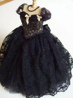Handmade beautiful miniature dollhouse black silk, lace and tulle 1 12th  scale dress 3eda8ee238eb