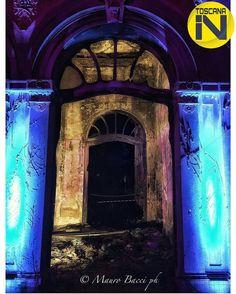 si congratula con:  @mauro_bacci per il bellissimo scatto  Grazie per aver condiviso con noi una tua emozione. 29/05/2016 foto scelta da @chiarasinclair è gradito il repost anche temporaneo.  #toscana_in #to_in_mauro_bacci #livorno #travelingram #travel #italytrip #italytravel #travelgram #fontidelcorallo #fotografiitaliani #arch #liberty #abandoned #door #terme #light  #architecture #details #night #view  #tourism#toscana#instagramers#italy_photolovers #tuscany #fotografia by toscana_in