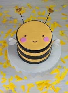 CUTEST cake ever! A sneak peek at Buzzby, the first in our new line of original-design mini animal cakes! Bee Birthday Cake, Best Birthday Cake Recipe, 17 Birthday, Baby Cakes, Cake Decorating Designs, Cake Designs, Animal Cakes For Kids, Baby Cake Design, Dessert Original