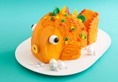 Adorable + easy party Fish cake.  Kids would have fun helping!  http://www.parade.com/9065/tack-richardson/easy-adorable-goldfish-cake/
