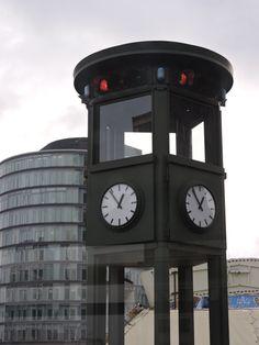 Berlin, Alemania Reloj, FIrst traffic light