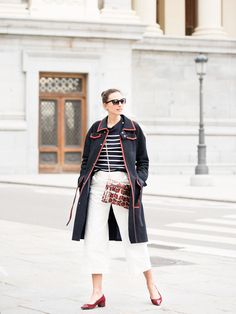 Trench LOEWE Top IKKS Trousers ZARA Sunglasses CHANEL Bag ELDA Shoes CUPLÉ