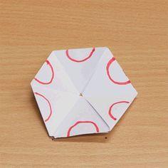 Zo vreemd zijn hexaflexagons dus. De geflipte tekening is ook nog gedraaid!