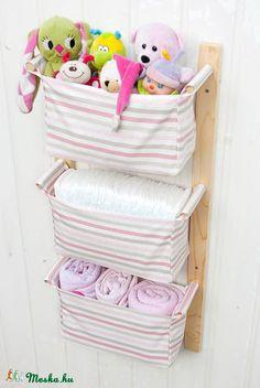 Fali tároló 3 rekeszes, halvány rózsaszín csíkos textillel, Baba-mama-gyerek…