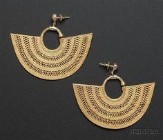 Columbia ~ Sinu   Gold earrings   Pre-Columbian; ca. 500 - 1000 AD   1,422$ ~ Sold High Jewelry, Tribal Jewelry, Gold Jewelry, Jewelery, Jewelry Accessories, Jewelry Design, Ancient Jewelry, Antique Jewelry, Gold Earrings