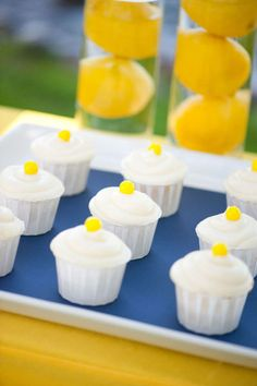 Cupcakes with lemon candies