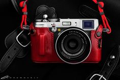 Fujifilm X100S in Red Artisan & Artist Half Case