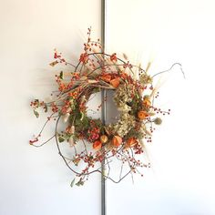 Rosegolden autumn wreath of bittersweet and dried flowers. Dekorieren Rosegolden autumn wreath of bittersweet and dried flowers. Autumn Wreaths, Holiday Wreaths, Christmas Decorations, Holiday Decor, Wreath Fall, Spring Wreaths, Summer Wreath, Dried Flower Wreaths, Dried Flowers