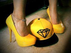 Snapback and heels ;)