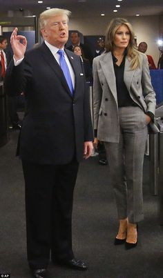 Melania Trump wears a gray suit to UN General Assembly - Lady Style Melanie Trump, Milania Trump Style, Suits For Women, Clothes For Women, Ladies Suits, Donald And Melania, Jenifer Aniston, First Lady Melania Trump, Business Attire