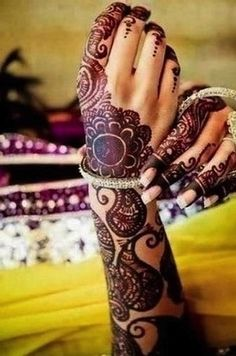 <b>These traditional Indian mehndi tattoos are only temporary, but you& wish they weren& Mehndi Tattoo, Mehndi Art, Henna Mehndi, Henna Tattoos, Hand Henna, Body Art Tattoos, Mandala Tattoo, Paisley Tattoos, Henna Hands